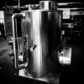 Isolierung Behälter mit 32mm Armaflex, Abstandshalter 13mm für Ummantelung, Umantelung am Behälter und Rohrleitung aus Stahlblech St02 Z275 verzinkt, 0,75mm dick, Isolierung an Öffnung abnehmbar
