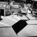 Wärme- und Schwitzwasserdämmung an Lüftungskanälen und Lüftungsrohren, mit Mineralfaserlamellenmatten, einseitig mit  Reinalumniumgitterfolie kaschiert, nicht brennbar nach DIN 4102 A2, Stöße mit Reinaluminiumklebeband verklebt, Ummantelung mit beidseitig